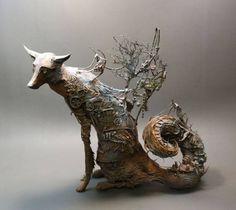 神秘の生態系を身に纏った動物たちの繊細粘土彫刻 - グノシー