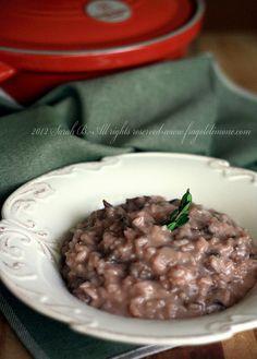 risotto radicchio e salsiccia 001 Risotto Radicchio, Kitchen Stories, Orzo, Gnocchi, Italian Recipes, Buffet, Oatmeal, Menu, Dishes