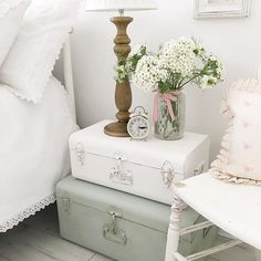 Shabby to Chic: Five Ways to Revamp and Modernize Your Shabby Chic Room - Sweet Home And Garden Shabby Chic Bedrooms, Shabby Chic Homes, Shabby Chic Furniture, Painted Furniture, Blue Shabby Chic, Shabby Chic Decor, Furniture Makeover, Diy Furniture, Suitcase Decor