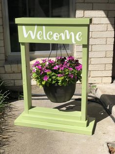 Woodworking projects Using a private tutor with your child Article Body: Your child's school activit Hanging Basket Stand, Plants For Hanging Baskets, Hanging Flowers, Diy Hanging, Basket Planters, Fall Planters, Welcome Flowers, Wood Plant Stand, Plant Stands