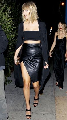 Taylor with Karlie Kloss, Kennedy Rayé, Halston Sage and Danielle Haim arriving at Drake's birthday party last night Show Da Taylor Swift, Taylor Swift Moda, Taylor Swift Country, Estilo Taylor Swift, Taylor Swift Legs, Long Live Taylor Swift, Taylor Swift Outfits, Taylor Swift Concert, Taylor Swift Style
