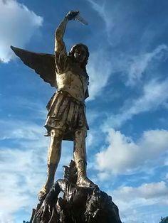 #Pula Chiesa Fra Nazareno statua San Michele Arcangelo bronzo m.2,50 scultore Ubaldo Ferretti http://t.co/xHsvnvXQLe http://t.co/j1YX2n5drS