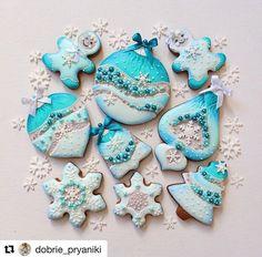 Image may contain: 1 person, food Christmas Tree Cookies, Iced Cookies, Biscuit Cookies, Christmas Cupcakes, Holiday Cookies, Christmas Treats, Gingerbread Cookies, Cookies Decorados, Turquoise Christmas