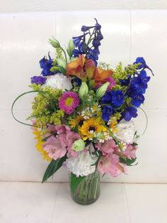 Spring colors bouquet.  Adorna Design at TerrAdorna.