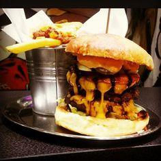 #burger#lovefood #foodlover #foodporn #beef #cheese #cheesy #handmade #freshandtasty #tasty #instafood #picoftheday #photooftheday #hungry #gönndir #läuft #instagram #instagrammers #cheatday #cheatdayiseveryday