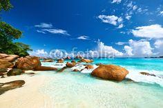 Beautiful beach at Seychelles - 81390674