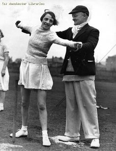 Lancashire Women Cricketers, under instruction, 1938 Draw On Photos, Old Photos, Vintage Photos, Birth Of Nation, 20th Century Women, Cricket, Memories, Style Inspiration, History