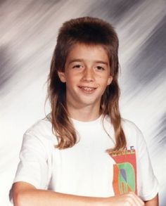 Awkward Family Photos have shared some of the most outlandish hairdos from the decade. It seems that the rule of thumb is the bigger the hair the better with perms and mullets making a regular appearance. School Pictures, Funny Pictures, School Pics, Yearbook Pictures, Funny School, Worst Haircut Ever, Haircut Fails, Vintage Haircuts, Joe Dirt
