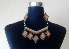 Collar gargantilla en tonos ocres de rombos con #hama #midi #perles #beads #jewelry