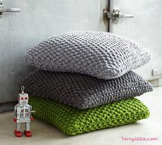 A sturdy and trendy pillow made of the super chunky yarn Phildar Phil Express! The yarn is on sale and the free pattern is available on our blog: 1 + 1 = 2 right?