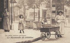 Les petits métiers du Paris d'antan La marchande de crevettes... (vieille carte postale, vers 1900)