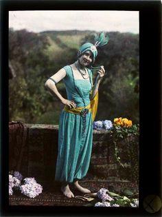 Photos Du, Old Photos, Antique Pictures, Vintage Photographs, Vintage Images, Albert Kahn, Subtractive Color, Portrait Photo, Color Portrait