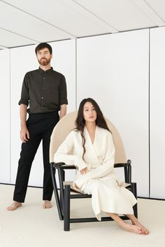 There is a woman I've recently become obsessed with, in terms of style. Like really obsessed! Sarah Linh Tran, who co designs Lemaire with her partner Christophe Lemaire. Christophe Lemaire, Look 2018, Stylish Couple, Uniqlo, Style Icons, Editorial Fashion, Hermes, Fashion Photography, Glamour Photography