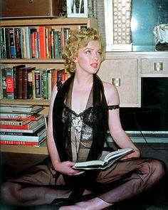 Marilyn Monroe by Philippe Halsman, 1952. S)