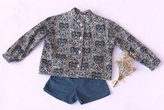 Conjunto niño Colección My little love, compuesto por camisa de algodón y pantalón en micropana azul petróleo.