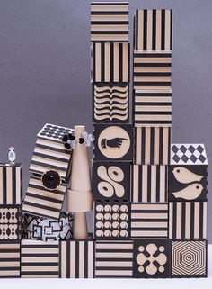 """Série bijoux """"Rubicubes"""" publiée dans le MilK N°50 Photos : Claire Israël Style : Mélanie Hoepffner Plus de contenu sur www.milkmagazine.fr"""