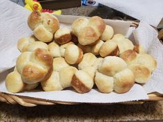 Preparing the batter for these dinner rolls made with egg and shortening is quick, but allow time for the dough to rise twice. Quick Yeast Rolls, No Yeast Dinner Rolls, Bread Recipes, Baking Recipes, Tortilla Recipes, Butterhorn Rolls Recipe, Clover Leaf Rolls, Baked Rolls, Bread Baking