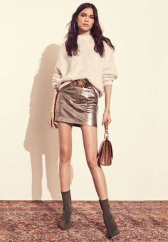 Awesome 47 Stylish Winter Pullover Ideas for Women to Look Stunning. More at http://aksahinjewelry.com/2017/11/07/47-stylish-winter-pullover-ideas-women-look-stunning/
