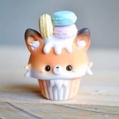 The 10 Best Handicrafts Today (with Pictures) - Fox Cupcake with Macarons i . - The 10 Best Handicrafts Today (with Pictures) – Fox Cupcake with Macarons i … - Fimo Kawaii, Polymer Clay Kawaii, Polymer Clay Disney, Polymer Clay Cupcake, Polymer Clay Charms, Photo Cupcake, Dessert Kawaii, Cute Food, Yummy Food