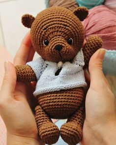 In this article we will share free amigurumi teddy bear crochet patterns. On our site you can find everything you are looking for about amigurumi. Crochet Teddy Bear Pattern, Knitted Teddy Bear, Teddy Bear Toys, Crochet Bunny, Crochet Patterns Amigurumi, Cute Crochet, Crochet Toys, Do It Yourself Design, Teddy Bear Pictures