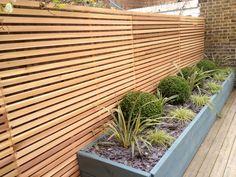 cedar screen with planting Back Garden Landscaping, Hampton Garden, Yard Privacy, Garden Screening, London Garden, Raised Planter, Backyard, Patio, Garden Club