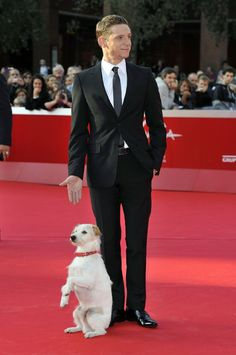 Jamie Bell... I guess he is quite impressed with this dog. Lol
