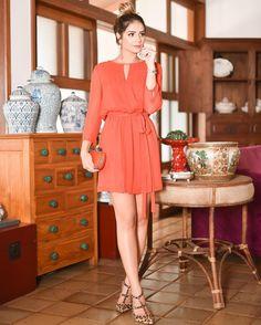Alucinada por esse tom de laranja...  O vestido é da @fillity! Lindo e tão versátil né?! #thassiastyle #ootd