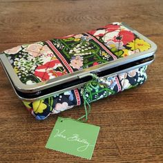 Vera Bradley Kiss and Make Up bag New Vera Bradley Kiss and Make up bag in Poppy Fields pattern. Never used. Vera Bradley Bags Cosmetic Bags & Cases