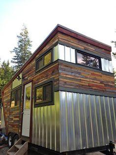 Hummingbird Tiny House - 208 sq  ft - photos : tinyhousetalk --- nice, unique interior! ~cm