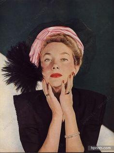 Gilbert Orcel (Millinery) 1946 Toque de satin rose, Paradis noirs, tulle léger, Photo Eugène Rubin