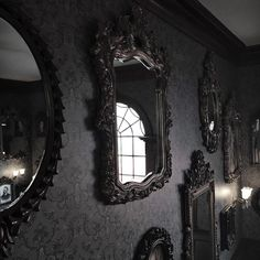 Black mirrors, black walls
