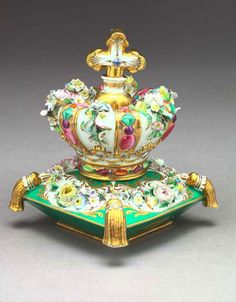 Jacob Petit Paris porcelain bottle in the shape of a crown