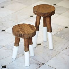 easy to diy, don't ya think? II dip-dyed stools from serena & lily Baby Bath Seat, Bath Seats, Retro Dining Chairs, Paint Dipping, Do It Yourself Inspiration, Kid Bathroom Decor, Nursery Decor, Wooden Stools, Painted Stools