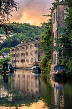 Hebden Bridge - West Yorkshire, England Source by heatelier pictures Yorkshire England, West Yorkshire, Yorkshire Dales, Yorkshire County, Cornwall England, Beautiful World, Beautiful Places, Beautiful Pictures, Beautiful Scenery