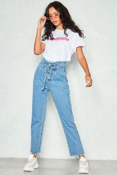 Featuring a must have paperbag waist tie and mom leg fit - our Ellie Denim High Waist Paperbag Jeans are perfect for your weekend wardrobe. Team them with a sleek bodysuit and strappy heels. Mom Jeans Outfit Summer, Denim Pants Outfit, Trouser Outfits, Jean Outfits, Fashion Outfits, Denim Shorts, Ripped Jeggings, Ripped Skinny Jeans, Paper Bag Jeans