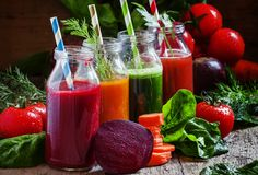 Juice cleanse health benefits, juicing diet recipes to detox your body at home Healthy Juice Recipes, Healthy Juices, Healthy Smoothies, Healthy Drinks, Smoothie Recipes, Diet Recipes, Healthy Snacks, Healthy Fit, Cleanse Recipes