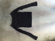 Black cotton pull-over - size M - 5€ - clothes@ekat-consulting.be