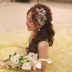 #weddinghair #ウェディングヘア お色直しは #マリアエレナ5521 の ビジューボンネでクラス感をアップさせて… . ボリュームカールのハーフアップに前髪も上げて ガラリと大人っぽく印象チェンジ . キラキラのドレスに大人な #カラーブーケ を合わせるところが、 もうバランス絶妙でした . こんな素敵なイエロードレス見た事ない! ってくらい、コーディネート素敵で お似合いだったな… . . for #ロングヘアアレンジ #mikaarrange . . #お色直し #ハーフアップ #マリアエレナ #リュクス #ダウンヘア #ブライダルヘアメイク #フリーランスヘアメイク #ヘアメイクリハーサル #ヘアアレンジ #外注ヘアメイク #ヘアメイク #ウェディングドレス #挙式ヘアメイク #結婚式準備 #花嫁 #プレ花嫁 #挙式 #ヘアセット #wedding #hairarrange #weddinghair #weddingdress #mariaelena