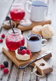 Scones with jam and devonshire cream.simple way to enjoy Afternoon tea. I Love Food, Good Food, Yummy Food, Scones And Jam, Café Chocolate, Pause Café, Brunch, Cream Tea, Mini Desserts