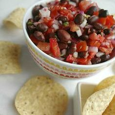 The Cooking Actress: Black Bean Pico de Gallo. A simple, fresh, and healthy recipe to cure my cravings for that delicious Mexican appetizer. Clean Eating, Healthy Eating, Healthy Food, Mexican Appetizers, Salsa Recipe, Fresh Lime Juice, Healthy Recipes, Free Recipes, Cravings