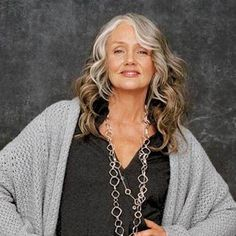 The idea that older women can not rock long hairstyles because they are not suitable for their age is outdated. Everyone can wear long hairstyles including mature women. Have you seen mature women … Pelo Color Plata, Grey Wig, Older Women Hairstyles, Short Hairstyles, Scene Hairstyles, Elegant Hairstyles, Long Haircuts, Hairstyles 2016, Ageless Beauty