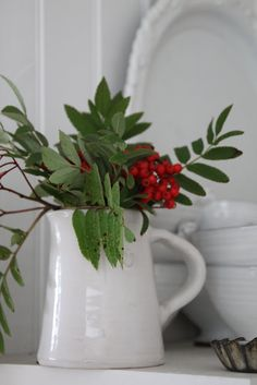 Can it get more simple...these are not even holiday type greenery...but it works! Vita drömmar & busiga barn