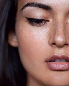 Winged eyeliner can be the make up look many of us struggle with the most. Looking to master the art of applying eyeliner? Check the link in bio for inspo and tips do it like the pros. Makeup Inspo, Makeup Inspiration, Makeup Tips, Beauty Makeup, Hair Makeup, Hair Beauty, Makeup Ideas, Eyeliner Makeup, Freckles Makeup
