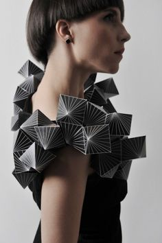 Fashionarium - 24 Paper Fashion Creations You Can't Miss Paper Fashion, Origami Fashion, 3d Fashion, Fashion Details, Fashion Design, Moda Origami, Geometric Fashion, Geometric Dress, Geometric Shapes