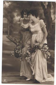 young ladies with flower baskets (vintage cabinet card) Victorian Photos, Antique Photos, Vintage Pictures, Vintage Photographs, Old Pictures, Old Photos, Vintage Abbildungen, Vintage Beauty, Vintage Postcards
