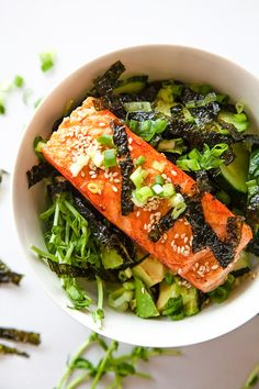 Enjoy a #healthy Asian-inspired Salmon Bowl for any mealtime this week!