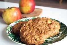 Deze luchtige en glutenvrije appel kaneel broodjes zijn ontzetend gemakkelijk om klaar te maken en perfect om de dag mee te starten. Meer dan appel, havermout, bakpoeder, glutenvrij bakmeel een ei, en smaakmakers als kaneel en honing heb je niet nodig. Ideaal dus.Voorbereidingstijd: 15 min | Oventijd: 20-25 min
