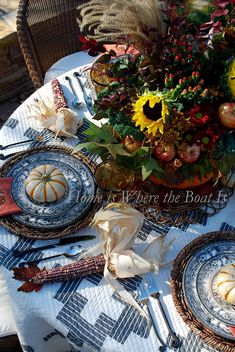 A pumpkin centerpiece for your Thanksgiving table