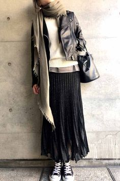 hard but feminine / コーディネート詳細 / Kyoko Kikuchi's Closet 60 Fashion, Muslim Fashion, Minimal Fashion, Womens Fashion, Fashion Design, 2000s Fashion, Fashion Tips, Simple Outfits, Boho Outfits