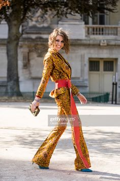 News Photo : Landiana Cerciu, wearing a printed top, printed. Wide Leg Jeans, Couture Dresses, Elie Saab, Blue Shoes, Bell Bottoms, Women Wear, Suits, How To Wear, Printed
